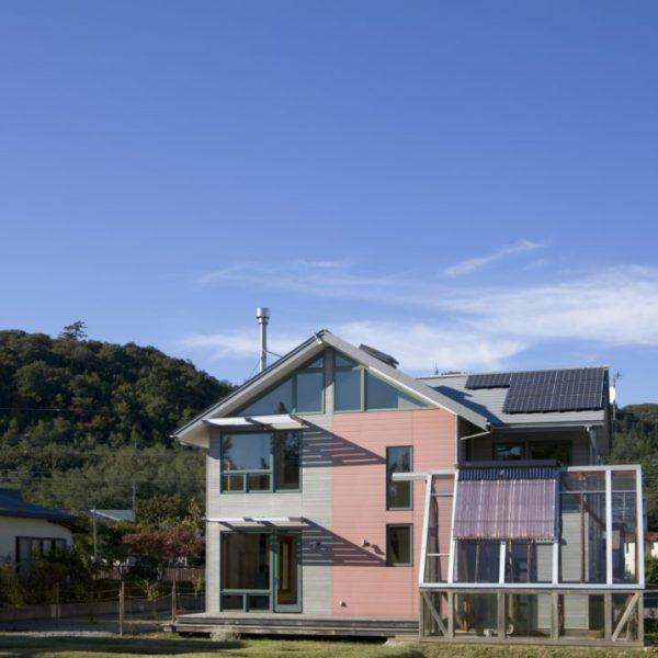 秋田県にて再生エネルギーを取り入れ可能な限り自己消費できる家を建てました。